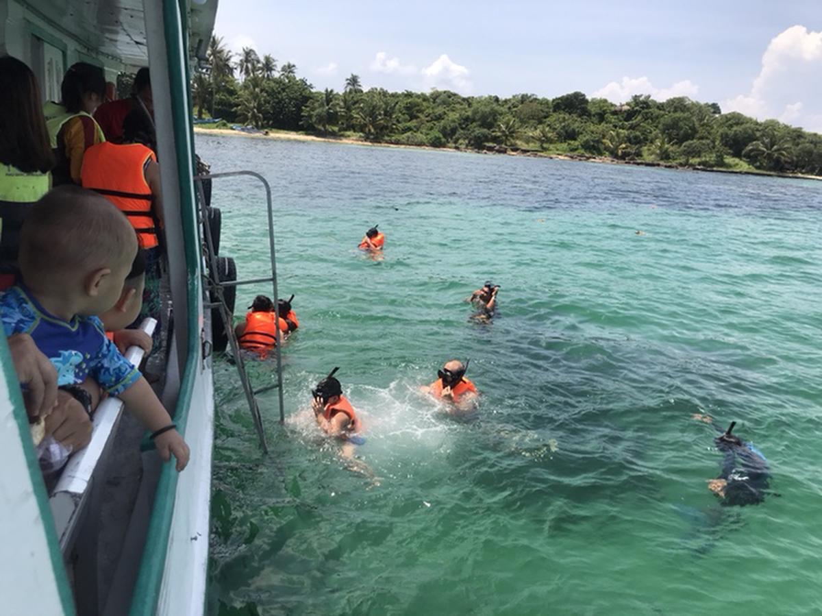 Cùng gia đình trải nghiệm lặn biển và nhiều hoạt động khác tại Ngọc Đảo Phú Quốc. Mua ngay trên Klook để nhận ưu đãi nhất.